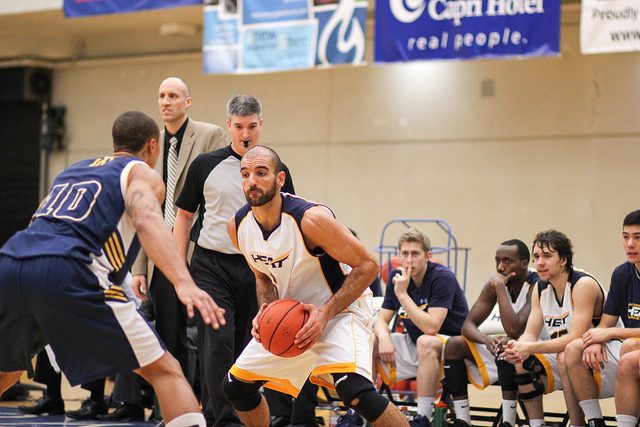 Men's basketball team continues to struggle - The Phoenix